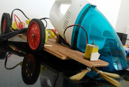 Arduino-robot-vacuum-cleaner-with-sweeping-arrangement