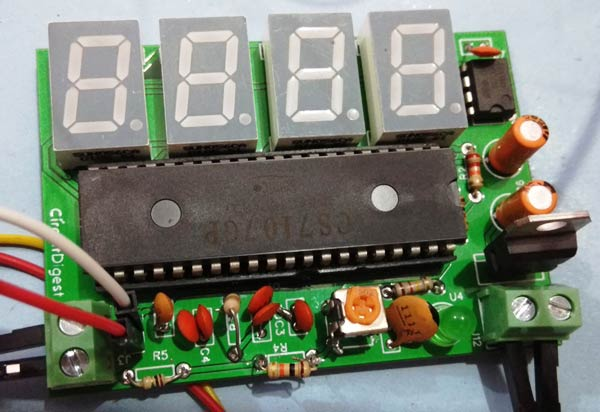 Digital-Voltmeter-using-ICL7071-PCB-front