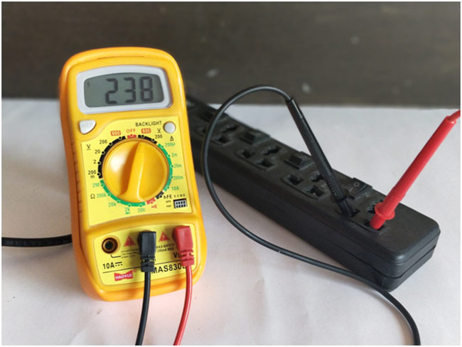 How to Use a Digital Multimeter - Measure Voltage/Current/Resistance