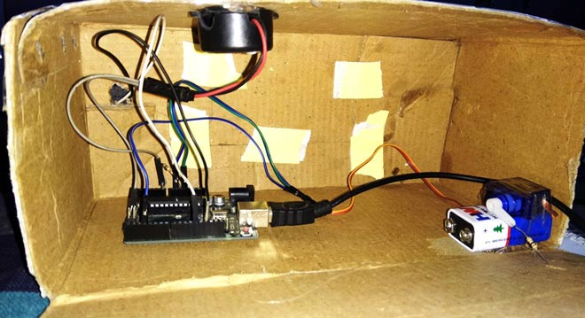 Knocking Pattern Detector with Arduino and servo