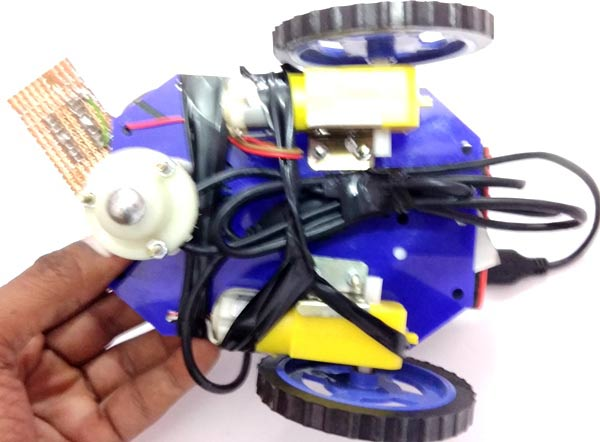 Web-Controlled-Raspberry-Pi-Surveillance-Robot-chassis