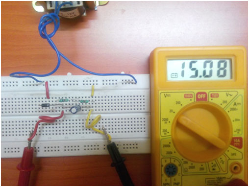 Half wave rectifier with filter on breadboard2