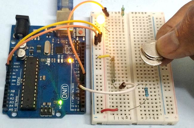 Reed switch with Arduino in action