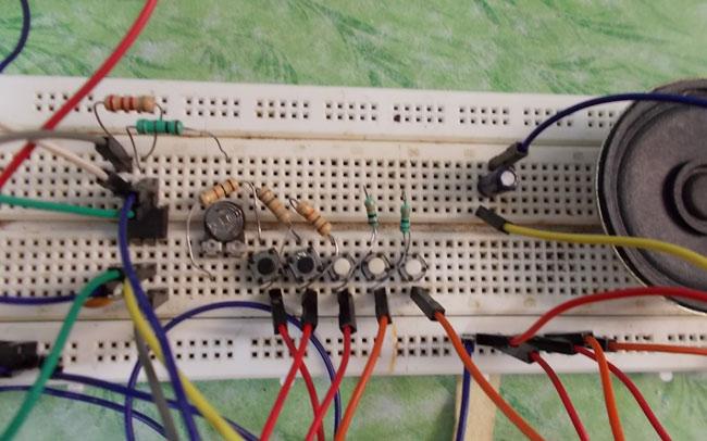 DIY Piano using 555 Timer IC