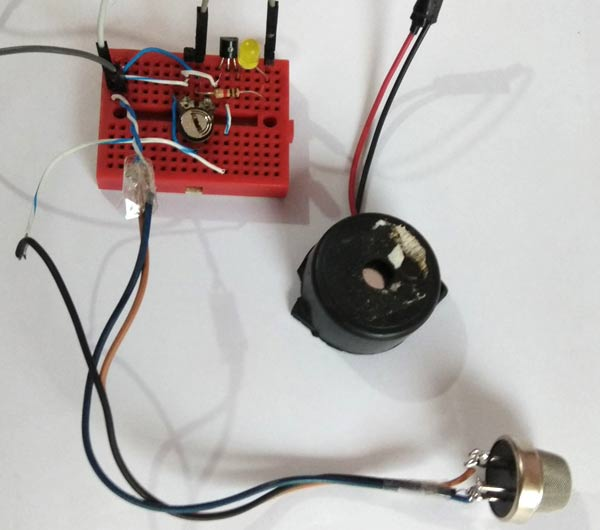 Simple Smoke Detector Alarm Circuit