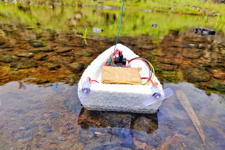 Arduino RC Boat using 433 MHz RF Modules