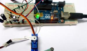 Arduino based Servo Motor Control with Weight (Force Sensor)