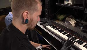Bionic Hand Enables Amputees Control Individual Prosthetic Fingers and Play Piano